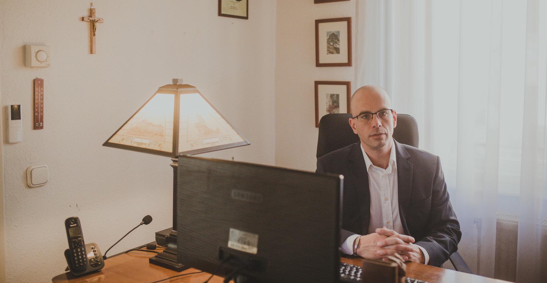 Palotai Dániel ügyvéd
